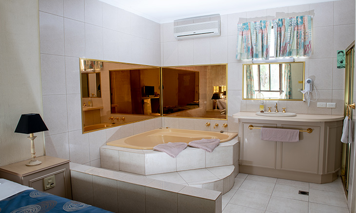 deluxe spa room